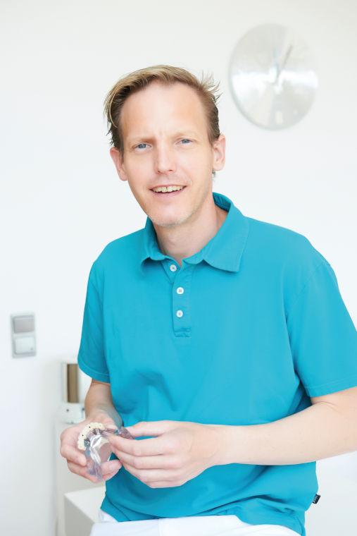 Zahnarzt Dr. Armin Bauer, Inhaber der Zahnarztpraxis